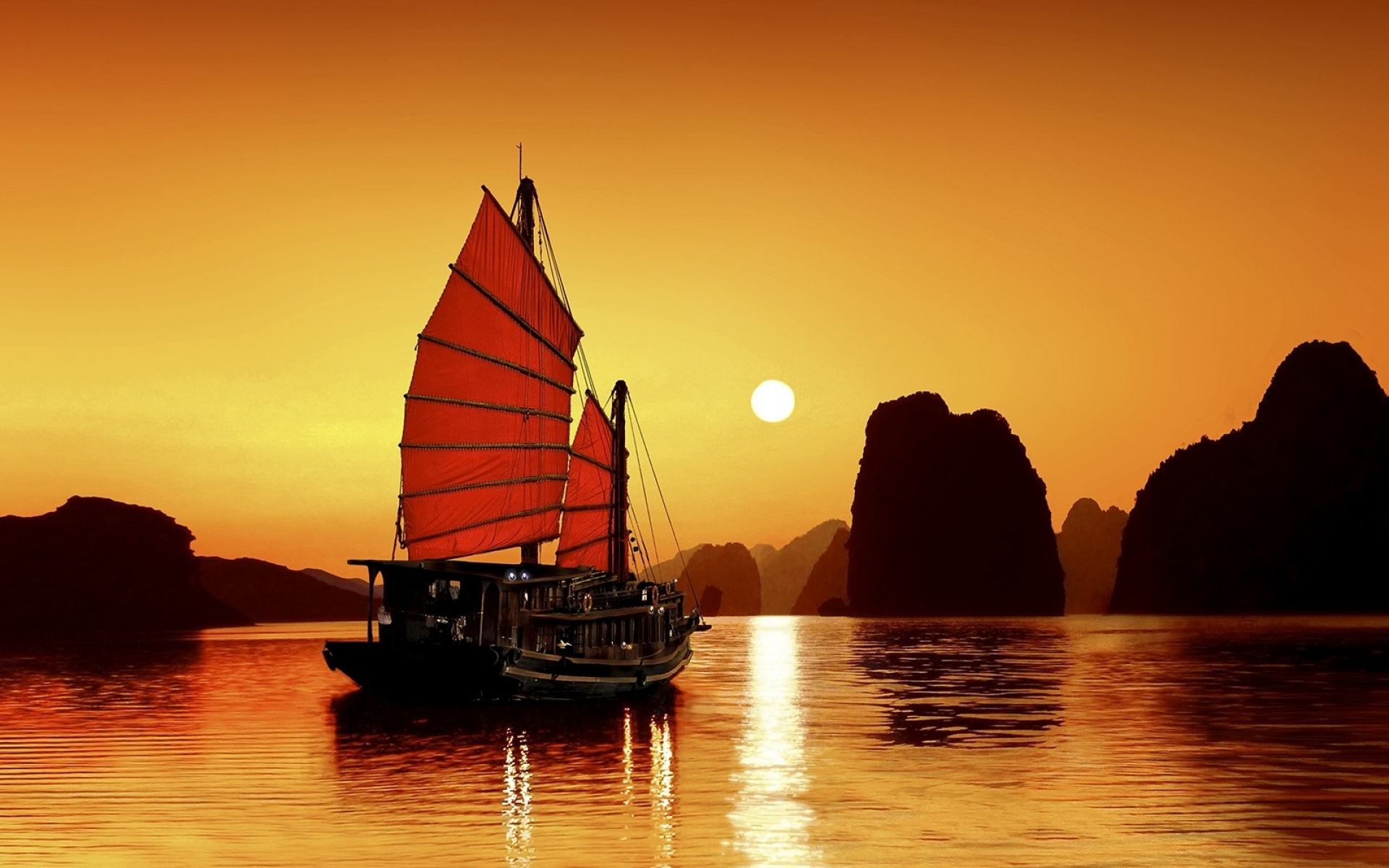 nature_sun_silhouette_rocks_viet_nam_boats_seascapes_reflections_1600x1200_wallpaper_Wallpaper_1920x1200_www.wallpaperbeautiful.com